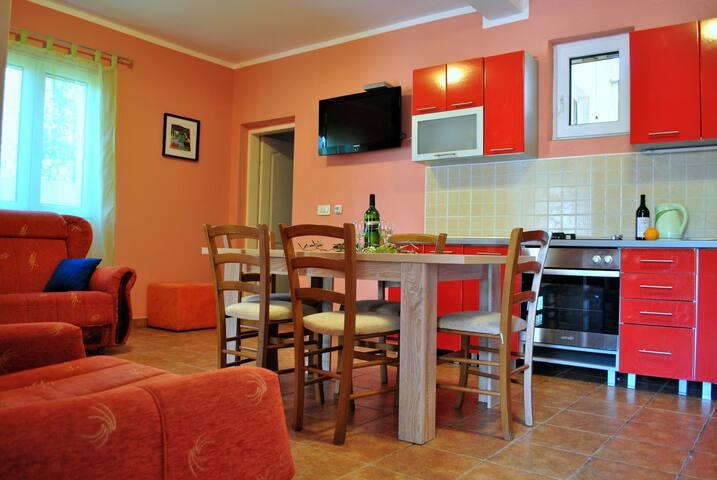 3 rooms, a cozy room with a terrace - Tivat,  - Villa