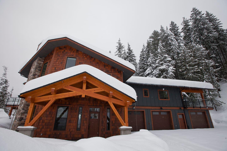 Crowbar Lodge