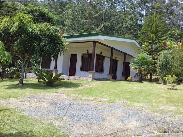 Casa de montaña ideal para descansar y pasear - Paraíso - Daire