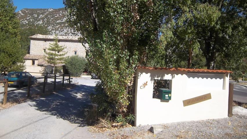 Chambre d'Hôtes ROMANTICA climatisée (Spa,Piscine)
