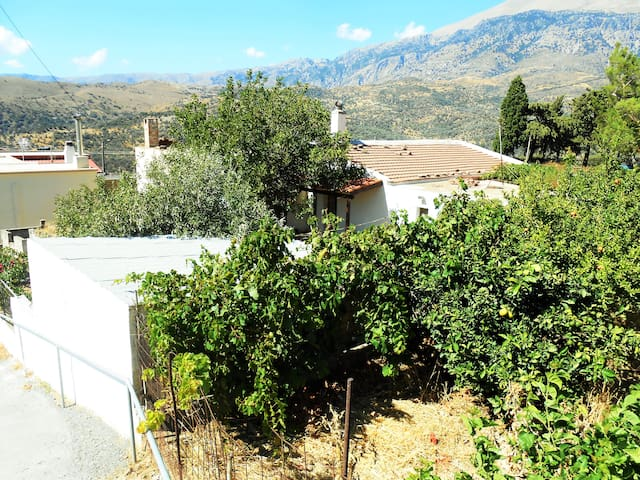 Traditional Village House 11km from the beach - Agios Ioannis - Rumah