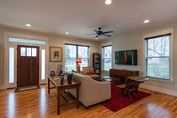 Private Room & Bath in East Nash!