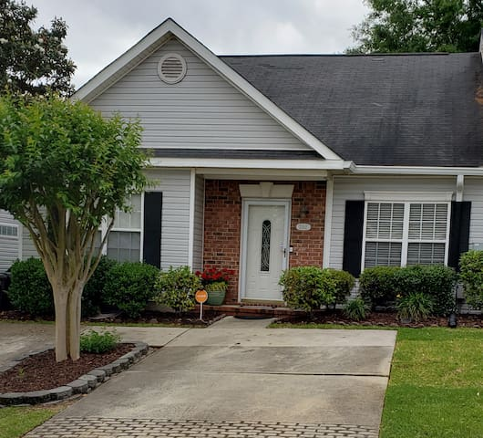 Lovely home only 1.5 miles from the Masters!