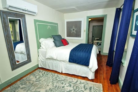 Suite Liberty - Queen bed and separate sitting room with daybed.  Includes soothing bath complete with candles and bath melts and a stall shower.