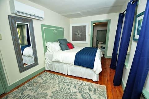 Galvanized America Inn, Bucks County-Suite Liberty