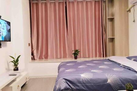 温馨小屋,现代简约风,临近安师大,中央城,德盛广场,精致的装修,让您有回家的感觉