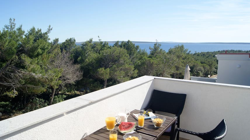Luxurious Sea Breeze Suite near beach, Pag - Šimuni - Apartment