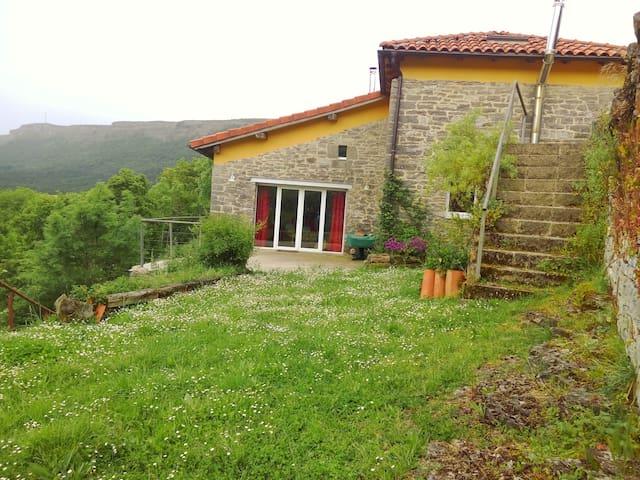 Casa de piedra: vistas, relax y entorno natural