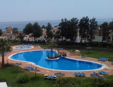 Duquesa Suites Golf and Gardens