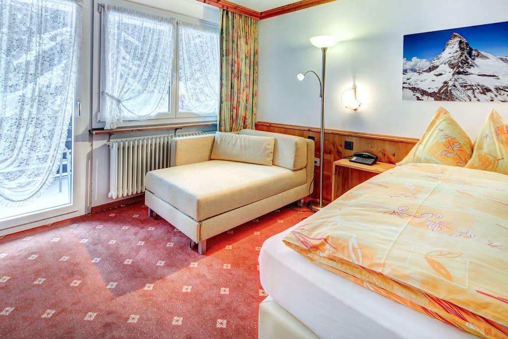 Zweibettzimmer mit Balkon
