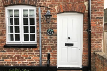 Two bedroom cottage in Christleton, Chester