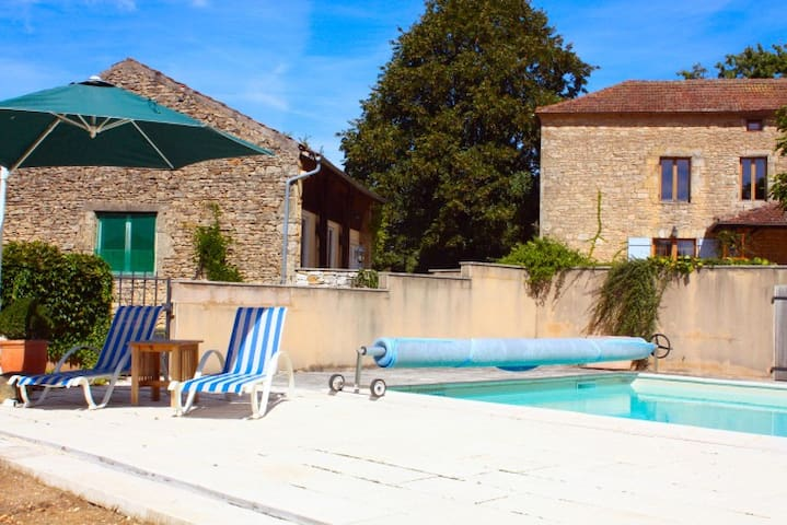 Peaceful valley views and pool - Cassagnes