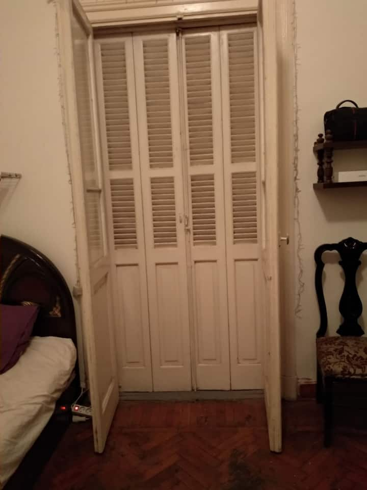 Room in historical nice appart. in downtown Cairo