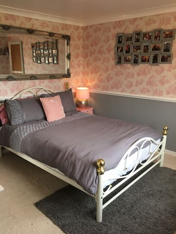 Comfy double bed, private bathroom - Seething  - House