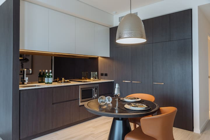 Brand New Luxurious 1 bed self-contained apartment