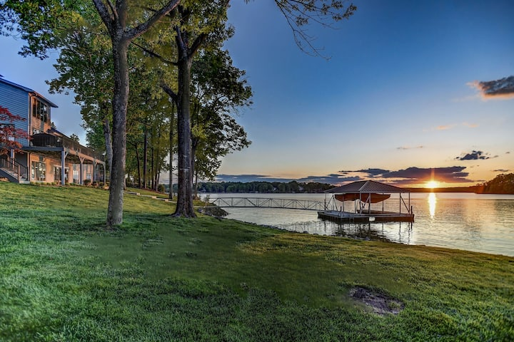 Sensational Sunsets - Over 400' of Beautiful Waterfront