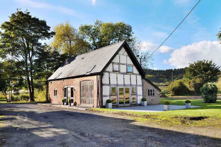 Charming Countryside Barn Conversion