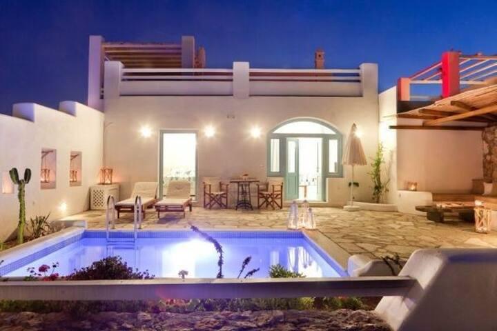 GRARSAN401-5- Romantic Villa with Plunge Pool