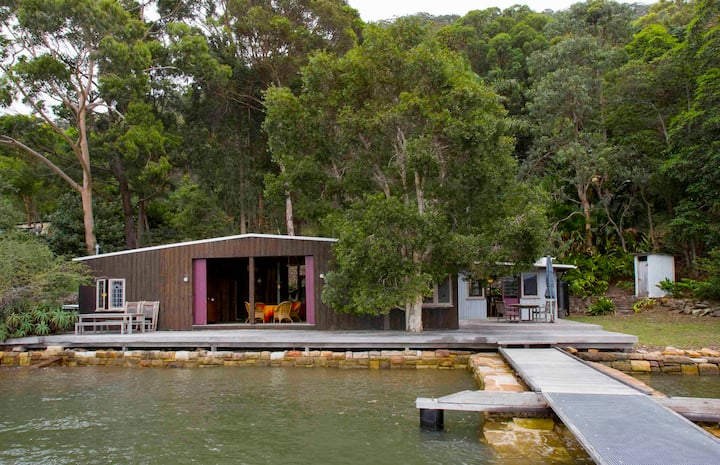 OXLEY BOATSHED . arrive by boat . HAWKESBURY RIVER