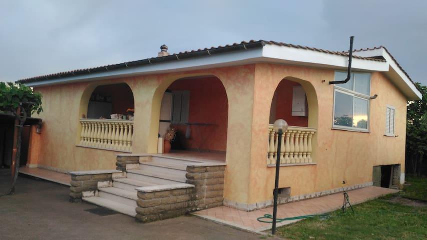 Stanza in villa immersa nel verde - Anguillara Sabazia - Villa