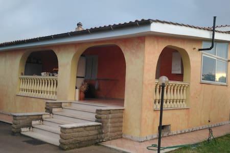 Stanza in villa immersa nel verde - Anguillara Sabazia - Vila