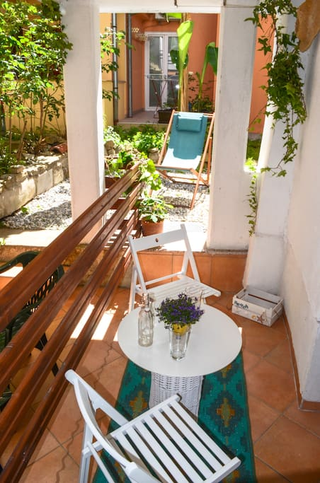 Private terrace in the courtyard, with big gas barbecue