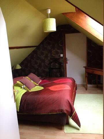 Chambre confortable dans maison - Fresné-la-Mère - Huis