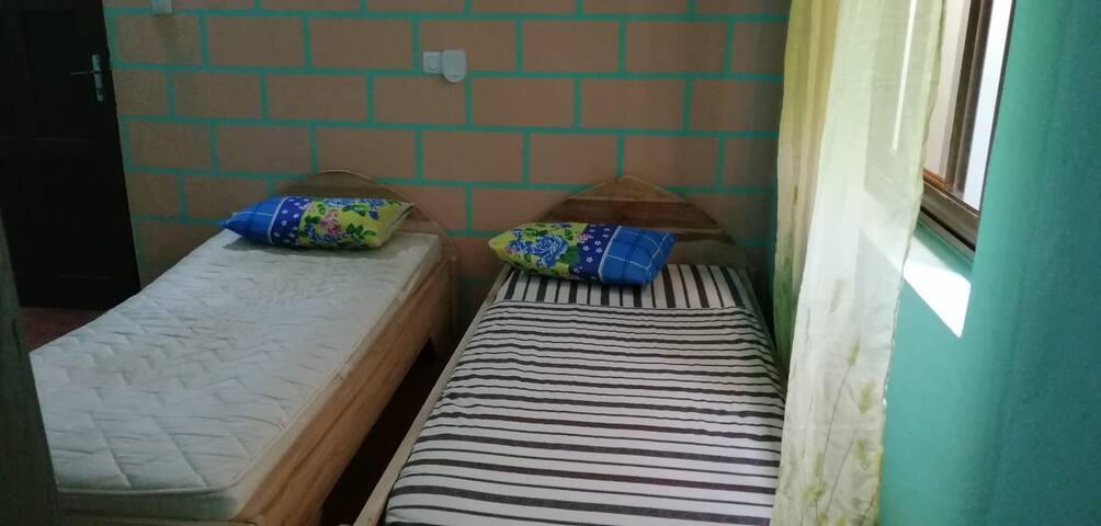 2 lits - 2 voyageurs+ douche WC privé ventilé neuf