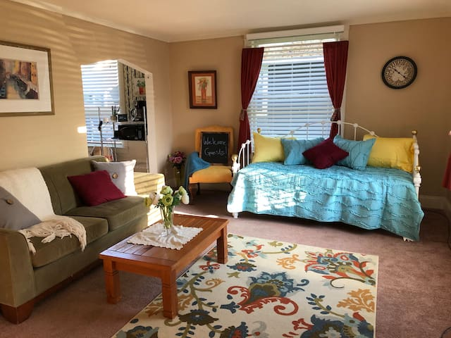 Bright & Sunny Living room with daybed
