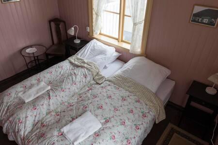 Einarshúsið - Bed & Breakfast