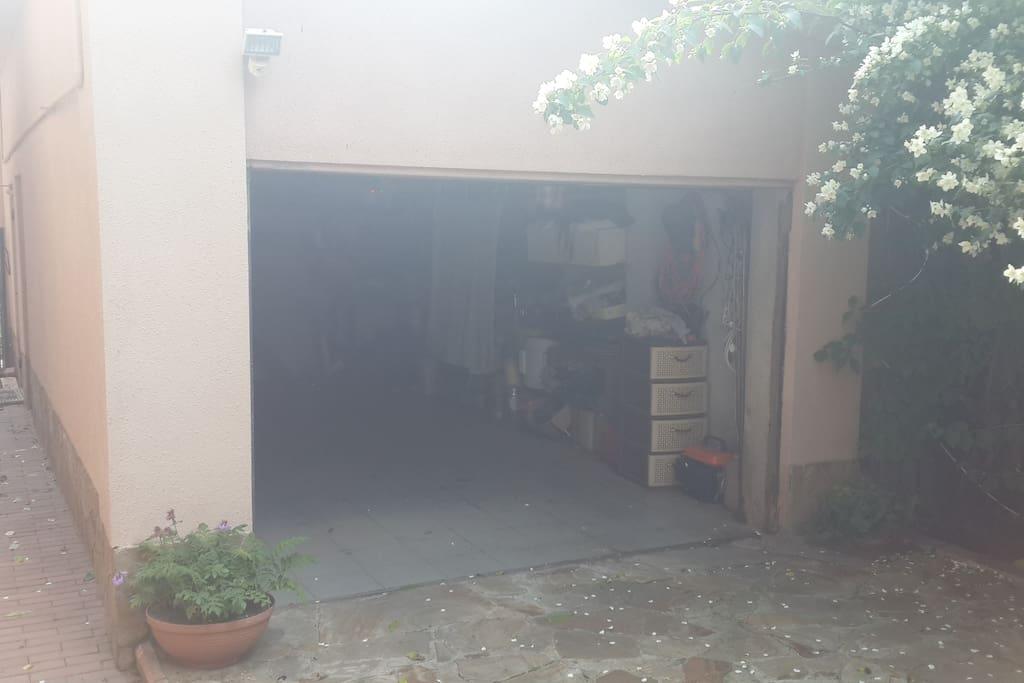 гараж, место для еще одного авто