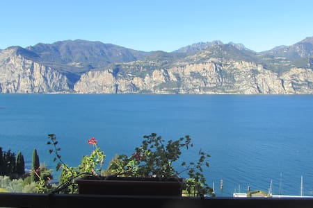 B&B: Room with wonderful Lake View! - Malcesine