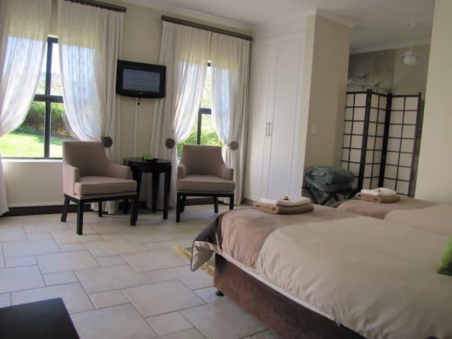 1 Longbridge Garden Flat on Kingswood Golf Estate - George - Appartement