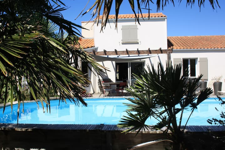 Maison piscine village bord de mer - Angoulins - House