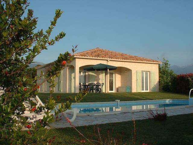 joli Villa bord de mer  plage avec piscine privée