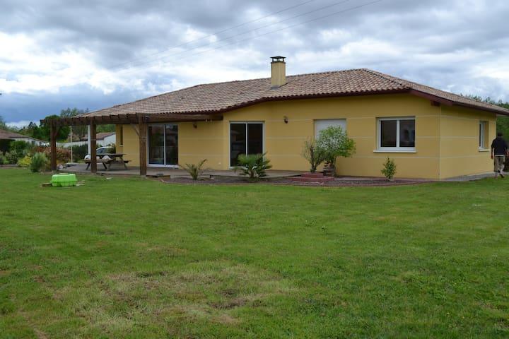 Maison contemporaine à la campagne - Gousse - Rumah