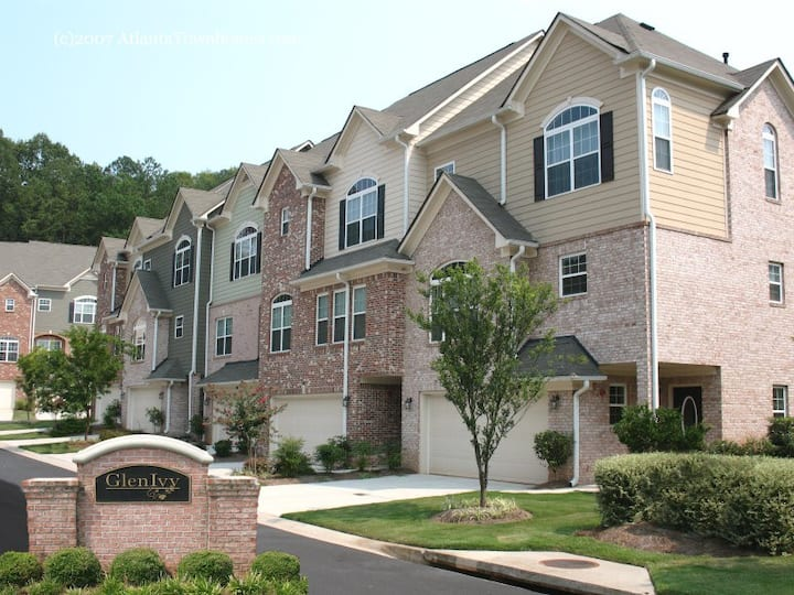 COMFY COZY TOWNHOUSE IN GATED COMMUNITY