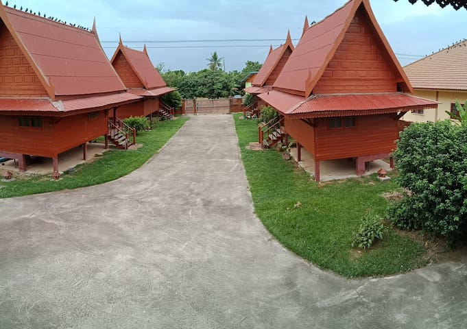 บ้านสวนรักสงบ บ้านเรือนไทย