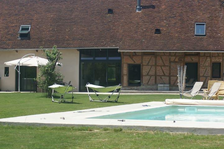 Grande ferme bressanne stylée - Saint-Germain-du-Bois - Casa