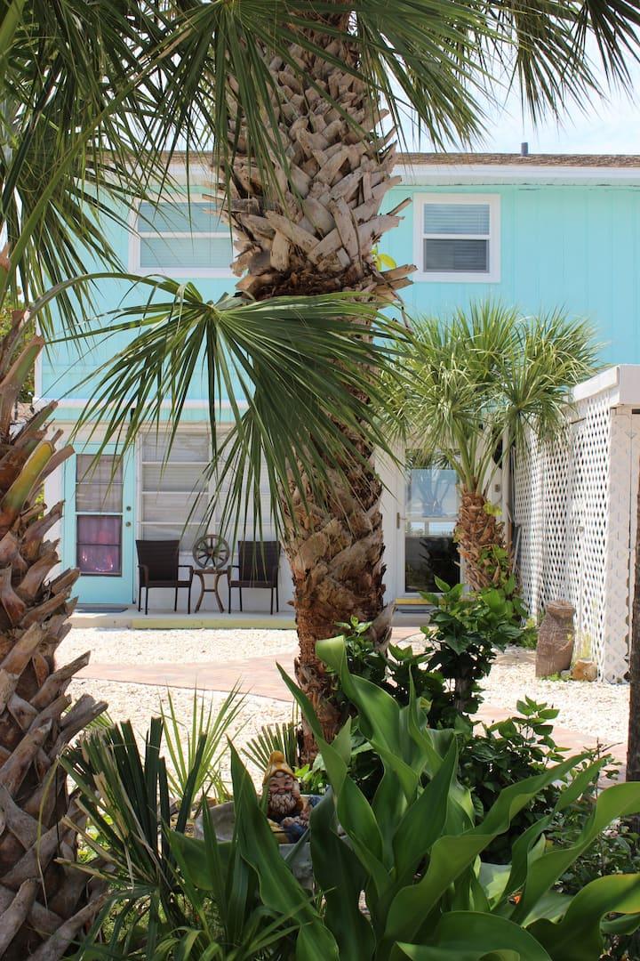 PRIVATE BEACH Unit w/ Pool Sandy Toe's # 5 - Apartments ...