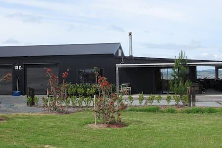 Renovated Barn Wow - Tawharanui Peninsula - 小木屋