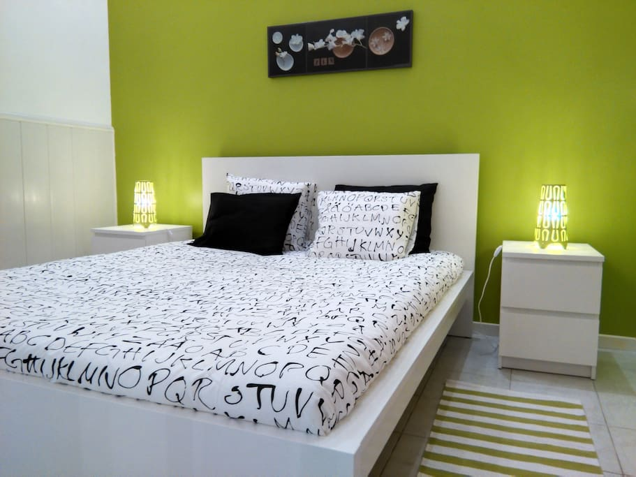 Quarto verde, cama kingsize / Green Room, kingsize bed