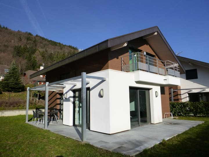 House close to Annecy lake / garden