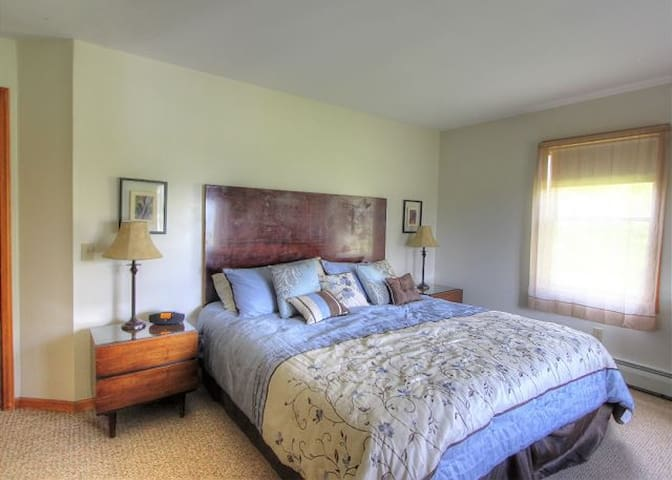 Lake Orchard View • *Lake View Suite* 2 Bedroom
