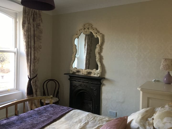2 lovely rooms in a well located period property.
