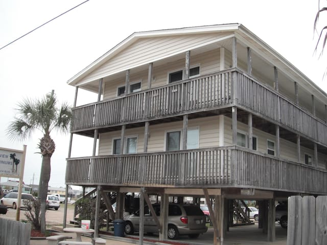 Downtown Beach Condo Book For Summer. Location!!