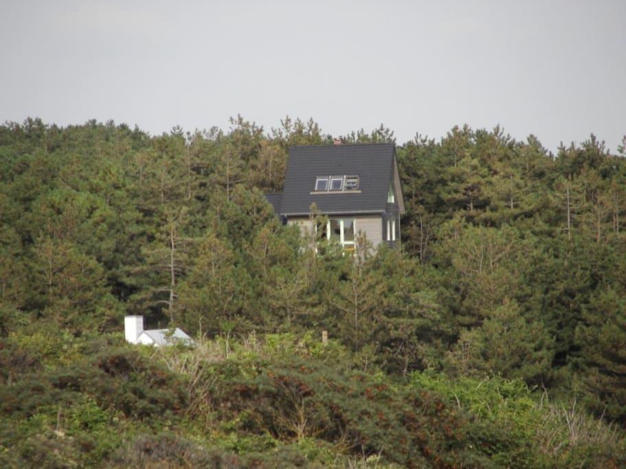 La maison depuis la mer: au coeur de la nature