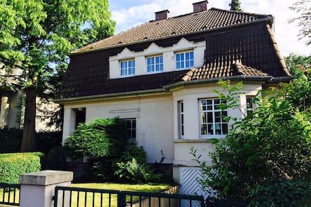 Room in a amazing Villa, Close Fare & City Centre - Düsseldorf