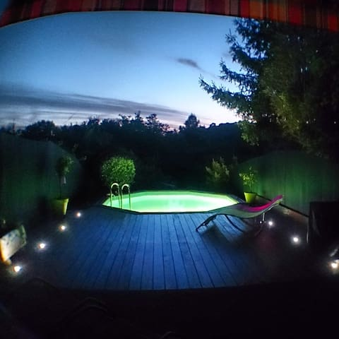 Bas de villa piscine solarium sport houses for rent in for Piscine valbonne