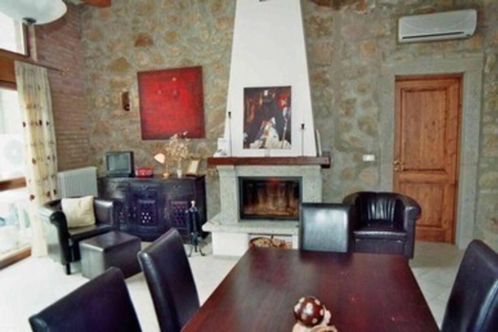 Wohnzimmer/Küche mit Kamin